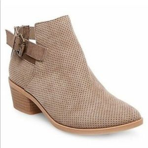 Dolce Vita • Taupe Booties